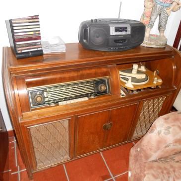 Mueble Tocadiscos de Antigüedades Canarias